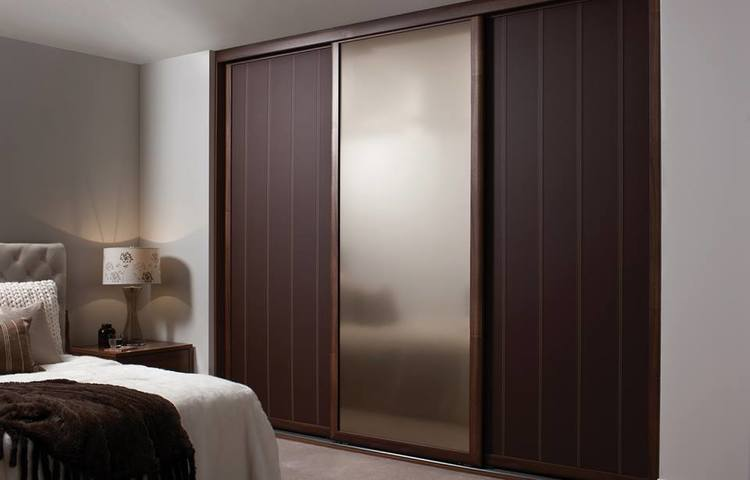The Benefits Of Mirrored Sliding Wardrobes   Deane Interiors
