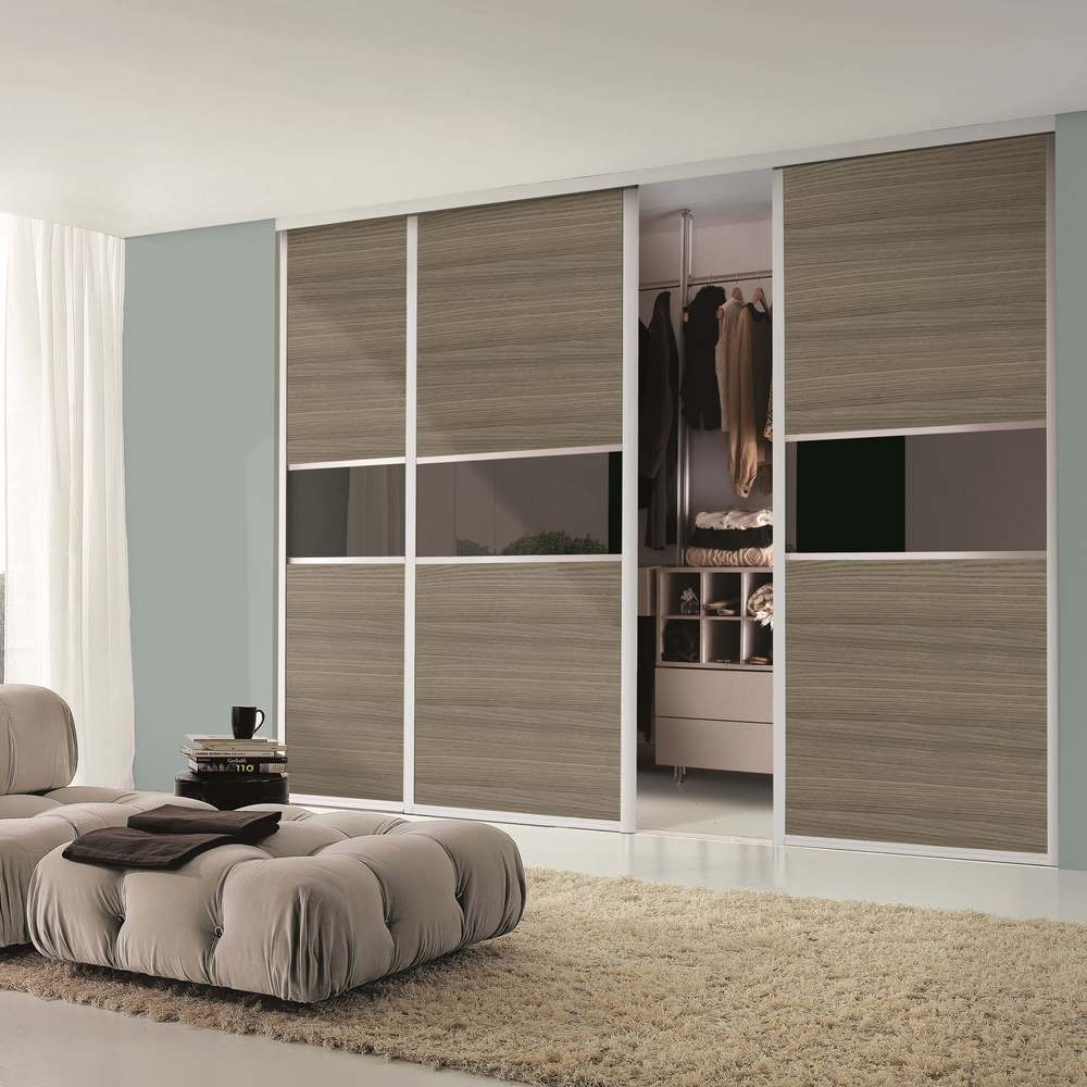 How To Make Built In Wardrobes With Sliding Doors: Fitted Bedroom Furniture - Showroom In Hampshire